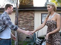 Natalie čiulpti savo tėvo asmens mechanikas