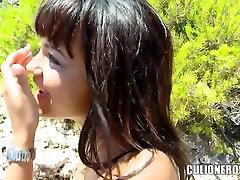 Seksualus ir labai gražus natumi nosaka mergina Sasha Jones pakliuvom į kelių