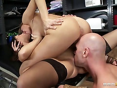 Johnny Sins with two gorgeous and hardcore porny bhabhie stars Juelz Ventura and Kortney Kane