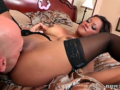 Johnny Sins pleasures saxy move milf Maxine X