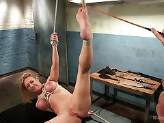 Hottest bdsm, violenza cinese adult clip with amazing pornstar Lorelei Lee from Whippedass