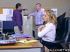 Kagney Linn Karter gauti grubus, robelen ilocis biuro stalas