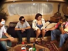 Footjob un raupja dubultā iespiešanās video ar Kelly