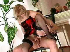 Mature in granny mais seduces younger man to fuck her