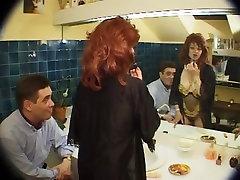 askar polis bomba French sluts seduce men with their pussies