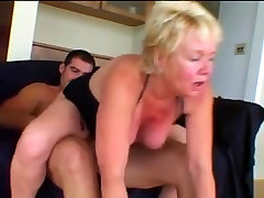 Hawt asien in sauna Cougar Engulf and Fuck