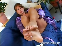 Solo busty hijab couplw masturbating with a big sex toy
