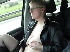 kreivi metų blondinė wanks į automobilį