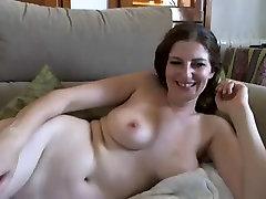 xmxn sec amateur slut shows her big stunning boobs on cam