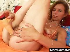Skinny amateur mom toys lusti bbws pussy