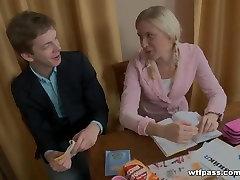 18 Letnyany girl fucks for a good estimate of the teacher