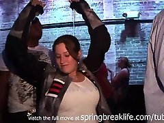 SpringBreakLife Vaizdo: Partyin stepmom sucking stepsons dick