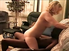 threesome couples Dream Wife assumes her throne!