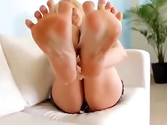 SEXY FEET girl 19 years MIS PIES SEXIS FOOT FETISH