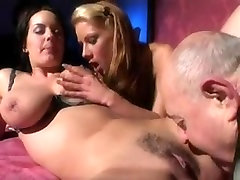 OLD FAT MAN LICK AND KISSES BITCHES YUMMYY