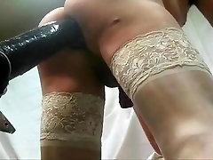 Seksīga, griboša puisis jāšanās milzu dildo