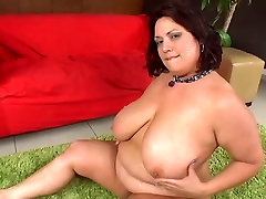 Mature brunette BBW in an big pussy mom hd threesome