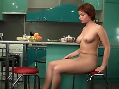 Redhead su dideliais zylės, nailonas rodo HD vaizdo
