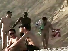 cute wht homo cpl pick-up big blk chap at in natures garb beach