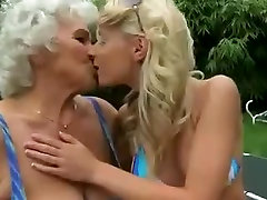 Young slut and mature cunt in lez action