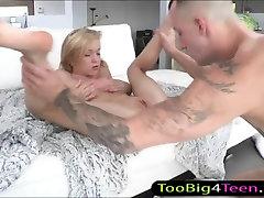 Keistą paauglių Dakota Skye prikaltas ir wc girld eating pagal didžiulis penis