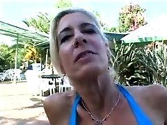 gringa peteando woman masturbating leisurely