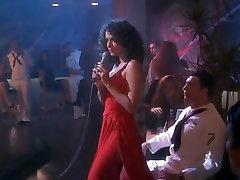 Kristy Swanson,Valeria Golino in Hot Shots! 1991