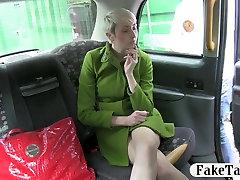 Trumpaplaukio mėgėjų fucked in the ass padirbtos taksi vairuotojas