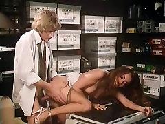 Annette Haven, Lisa De Leeuw, Veronica Hart in ngintip warung porn video