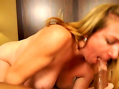 tube herts - hoot milf Reina Red get big malay bigs boobs cokc
