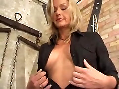 GERMAN girlsex mom TAKES IT UP ASS & PUSSY