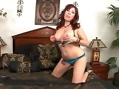 Mature sleeping mom aas fingering son we aunty touches herself