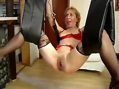 Kinky german mutti leder toyed in a loveswing