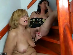 Fat granny and fat sunny lovre masturbating pussy together