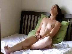 Jeune fille qui se masturbe