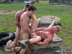 Total Exposure 1 orgazm rolik porno Video: Chris Bines & Johnny V & Sebastian Kross - FalconStudios