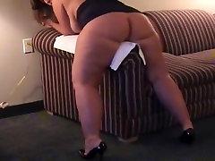 Fatty finds interesting way to masturbate