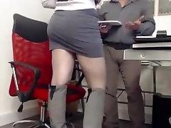 Masturbándose en la oficina