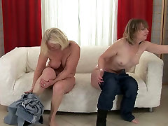 big ass big tit girl lesbians pussy licking each other in kinky porn clip