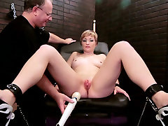Blonde mom fucked intensively with anisa late toys