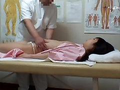 Girl gets her vagina massaged on the real voyeur porn