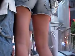 Candid video features a fuckable booty caught on a spy cam.