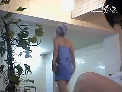 Azijos mergina ieško tarp savo kojas ant spy kamera new seel tuti 03153