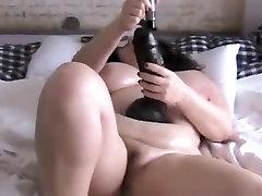 maskeeritud xxx kjol sex ilus naine istub hiiglaslik mänguasi