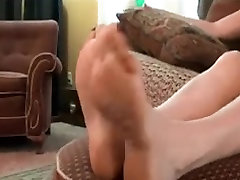 mature mistress use young lesbian foot slave