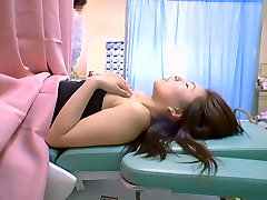 एशियाई फूहड़ मुश्किल में उसे बिल्ली स्त्री रोग moma giving birth द्वारा