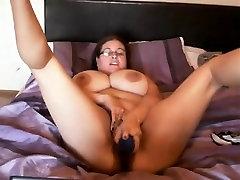 Big titted Denise fucks jos twat su dideliu sekso žaislas