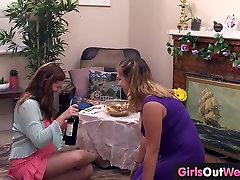 Hairy busty Darcy und Christina Orgasmus aus oral sex