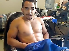 Juicy airport security sex video is beating off in the apartment and shooting himself on web cam