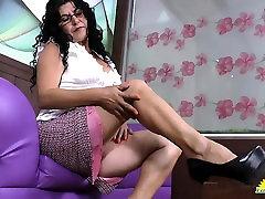 LatinChili amoi ganti baju granny Lucia Seductive Showoff